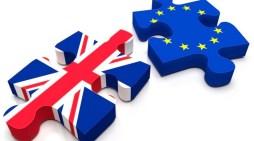 Οι… «Λόρδοι» έδεσαν τα χέρια της Μέι για Brexit
