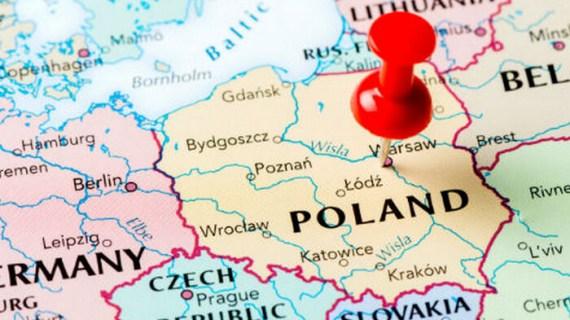 Η ΕΕ δεν δέχεται τις εξηγήσεις της Πολωνίας, επιμένει στο άρθρο 7