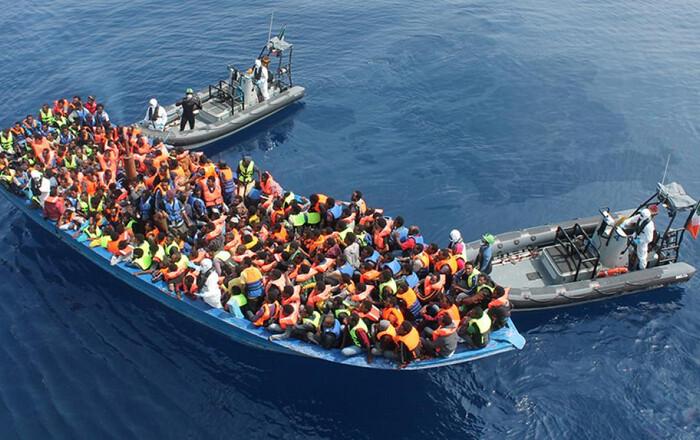 Πλημμυρίζει μετανάστες από τη Λιβύη η Ιταλία