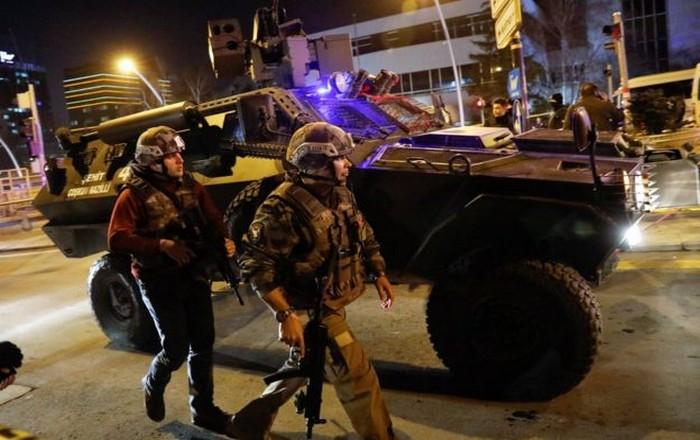 Βόμβα στη Σμύρνη, 8 τραυματίες