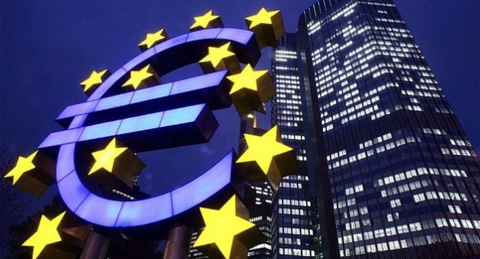 Γάλλοι και Γερμανοί «αγοράζουν» στήριξη για αλλαγές στην Ευρωζώνη