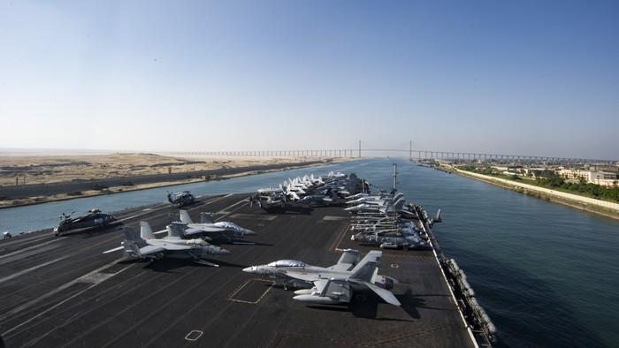 Οι ΗΠΑ στέλνουν αεροπλανοφόρα στην Κίνα, τον Ειρηνικό και τη Μεσόγειο