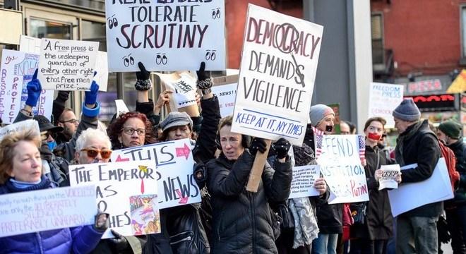 Διαδήλωση αντι-Τράμπ και υπέρ… media στη Νέα Υόρκη