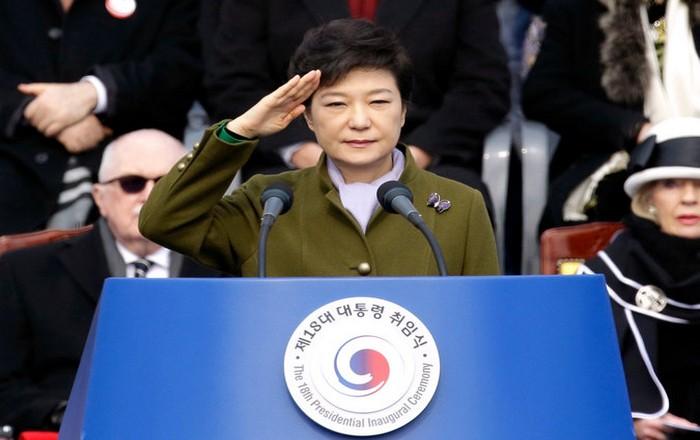 Σε 24 χρόνια κάθειρξη καταδικάστηκε η πρώην πρόεδρος της Ν. Κορέας για το σκάνδαλο Samsung