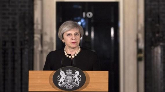 Brexit: Η Μέι δίνει αλλά όχι αρκετά, κολλημένες οι διαπραγματεύσεις