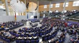 Εμπλοκή στη γερμανική Βουλή για Ελλάδα: Το SPD αναβάλλει τη συζήτηση, στριμώχνει Σόιμπλε