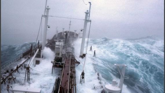 Ακυβέρνητη η Ευρώπη στην τέλεια καταιγίδα, η Μέρκελ εκτός κάδρου