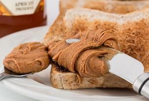 бутерброд с ореховым маслом, ореховое масло, полезные свойства,