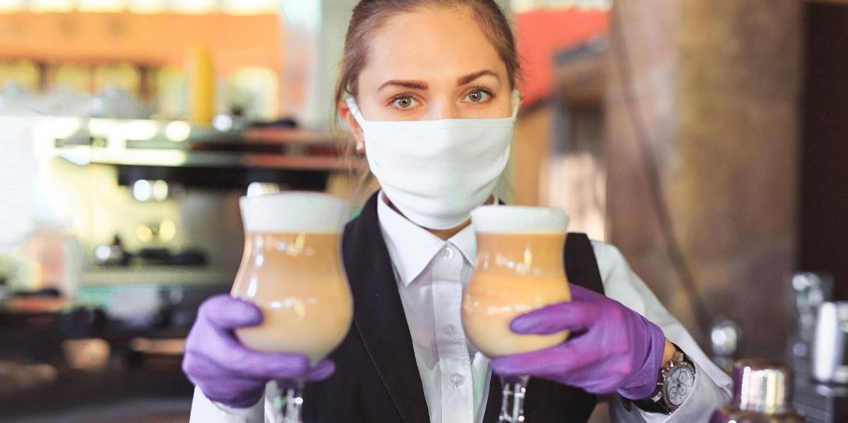 официант в перчатках, обязательные перчатки, штраф за перчатки, Москва
