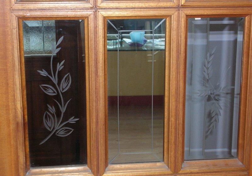 Vidrios biselados y estriados para puertas  Cristalera