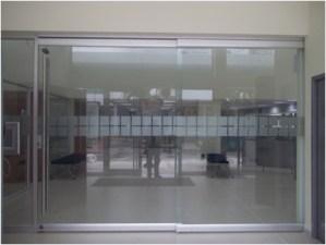 Puerta corredera en cristal