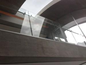 baranda, cristal, vidrio, accesorios en acero, baranda en acero inoxidable, pasamanos, corta vientos, escaleras flotadas, minimalismo, balcón, baranda, escalera, corta viento.