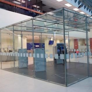 Cubo en cristal, cubo en vidrio templado, estructura en acero, estructuras especiales, estructura portante. estructura autoportante.