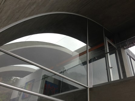 Ventaneria, sistemas acústicos, basculantes, correderas, batientes, ventanas diseños especiales, aluminio, cristal monolítico, crudo, de seguridad, laminado, templado, ventanas en aluminio.