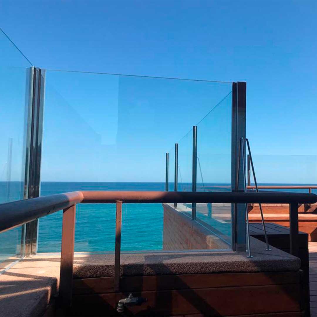 Barandilla de cristal en restaurante de Barcelona