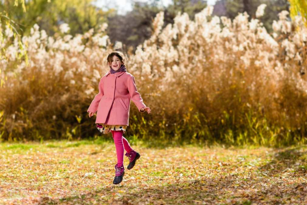 Girl portrait taken during a family shoot by the Tokyo photographer Cristian Bucur