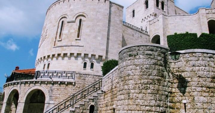 Atractii din nordul Albaniei: Castelul Kruje si Durres