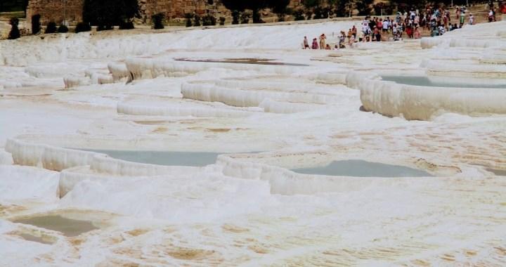 Pamukkale si Cetatea Hierapolis, locul in care geografia se completeaza cu istoria!