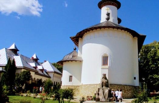 """Romania, asa cum e!""- Manastiri din Neamt- Manastirea Agapia si Manastirea Varatec"