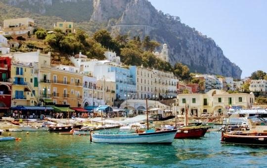 Turul clasic al Italiei: Insula Capri, o destinatie exclusivista de interes mondial