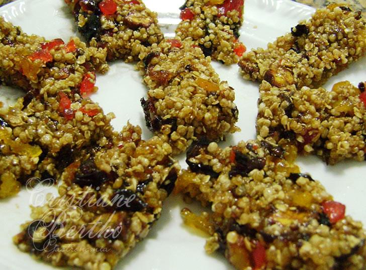 receita de barrinha de cereais preparada com ingredientes nutritivos