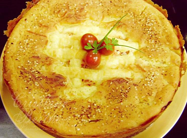 torta salgada feita com escarola, requeijão cremoso