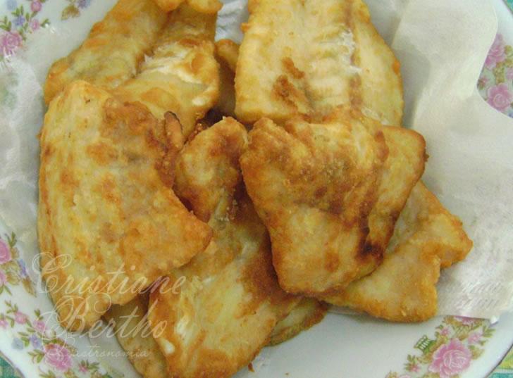 Receita de peixe empanado preparado com filé de alabote