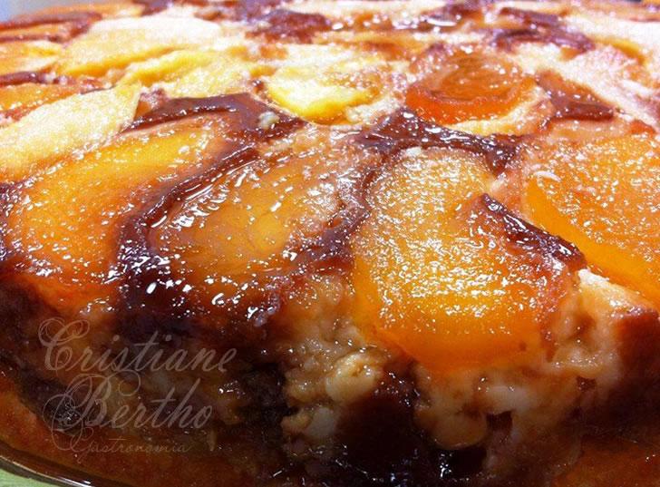 receita de torta sírio-libanesa preparada com maçã e caramelo