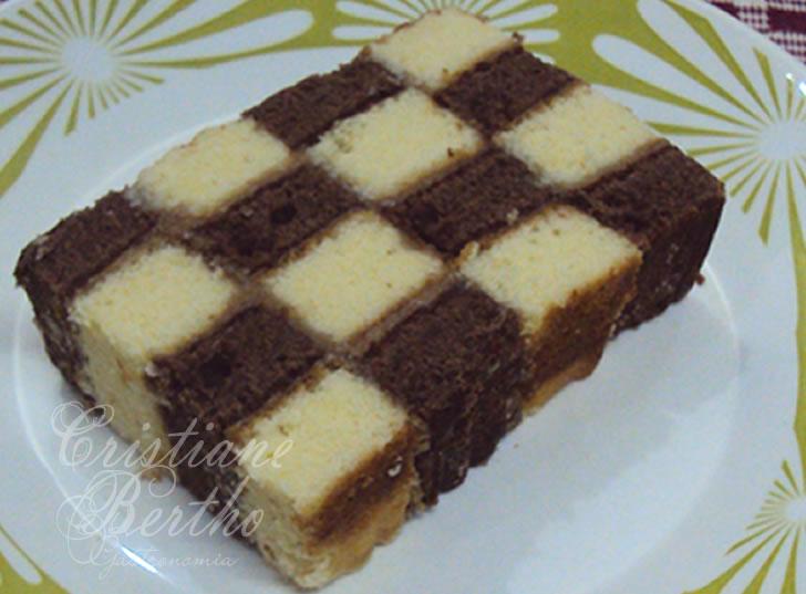 Receita de bolo xadrez recheado com goiabada