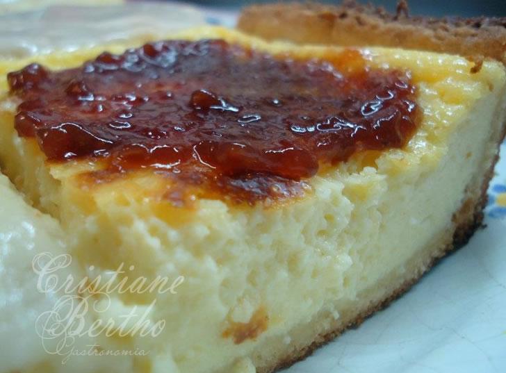 Receita de sobremesa: torta de ricota com cobertura de goiabada cascão.