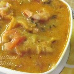 Receita caldo de peixe com camarão e mariscos