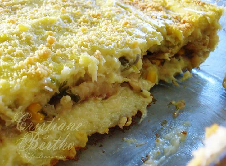 Receita de torta cremosa, preparada com peixe bacalhau.