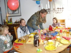 Familia de au pair no aniversário do Jonathan.