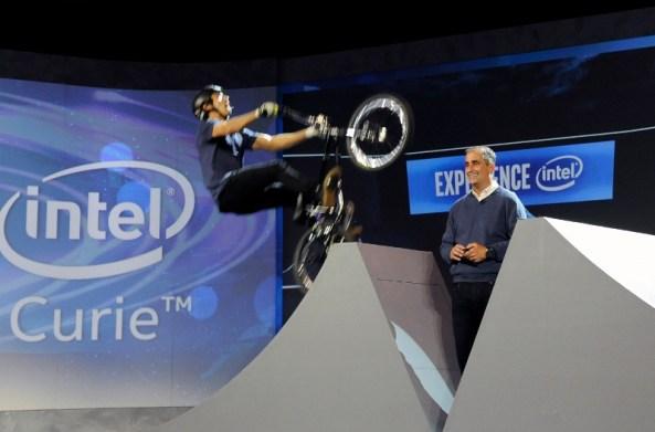 Demonstratie la CES cu bicicletele BMX dotate cu tehnologia Intel Curie