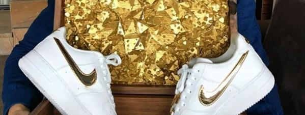 7c2dabad8 Cristiano Ronaldo  Always with his Air Force 1 in gold