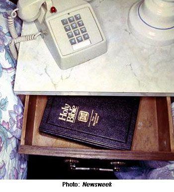 Los gedeones, un siglo entregando Biblias