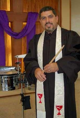 """Pastor publica libro sobre """"la salsa"""" como instrumento evangelístico"""