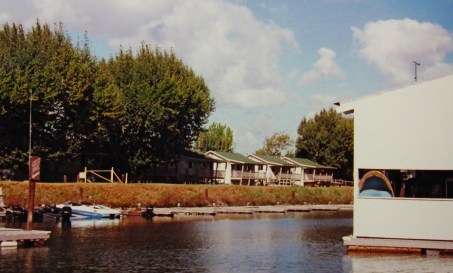 Duplex cabins, B&W