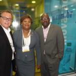Mauricio Viana da Net Hospitality com staff Turks & Caicos, Ralph L. Higgs, diretor de turismo