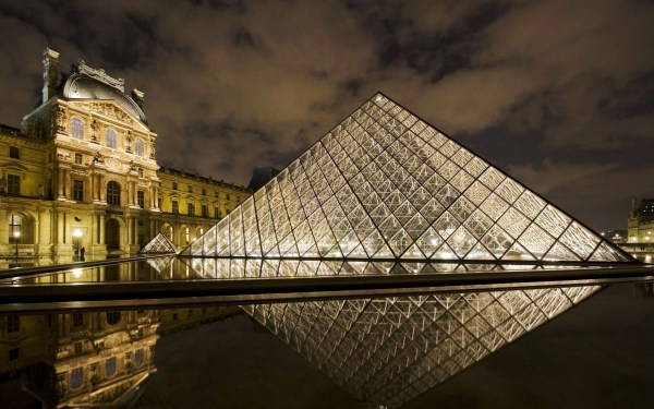 The Musee du Louvre art gallery is a must visit for all art-lovers. The works are within a former Parisian palace and contain around 400,000 works of art. Most popular pieces include Leonardo da Vinci's Mona Lisa and Venus De Milo by artist Alexandros of Antioch.