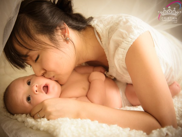 cristinaarce_cristinaphotostudio_behind_scenes_family_portrait_loved_mom_baby_susan02