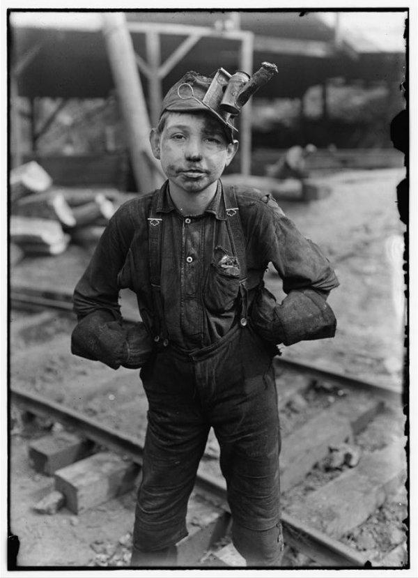 cristinaarce_documental_fotografico_child_labor_mine_worker_lewis_wickes