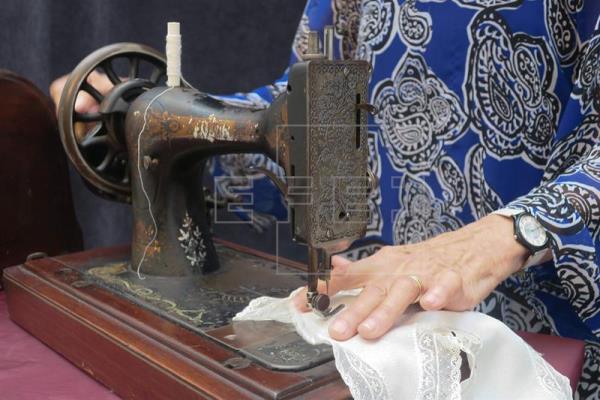 imagen 1 - Argentina deja de fabricar la máquina que hilvanó la independencia femenina