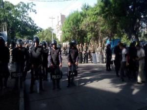 Los militares y policías,  se mantienen en los alrededores de la Corte Suprema de Justicia, desde horas de la madrugada.