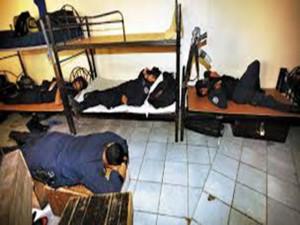 Estos son los dorm,itorios de la policia.