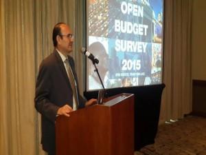 El director de Foprideh, Rolando Bú, cuando hacía la presentación del informe.