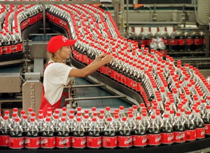 Sabías Que Diario Se Consumen Un Promedio De 1 900 Millones De Botellas De Coca Cola