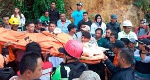 Cuatro muertos y al menos 60 desaparecidos en derrumbe de mina en Indonesia