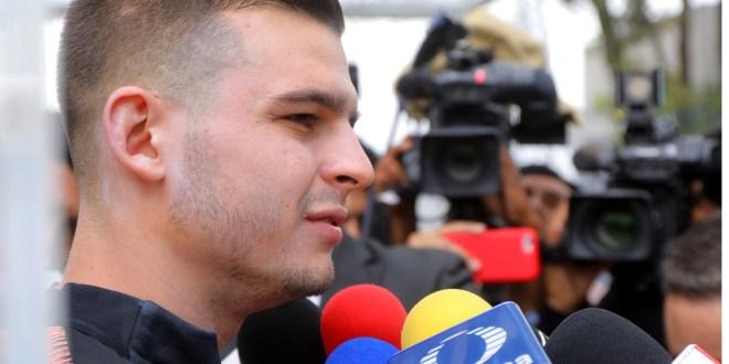 Defiende Benedetti a Álvarez