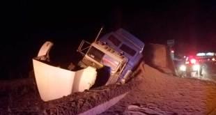 Tráiler sin frenos evita accidente y sale por rampa de frenado en Tulancingo